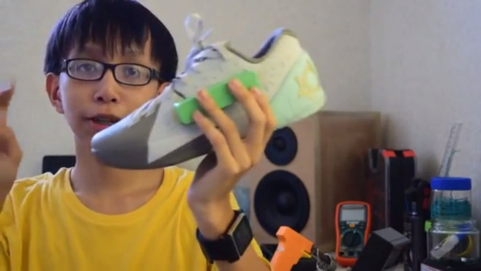 Screenshot from Angelo Casimiro's smart shoes YouTube video (http://www.youtube.com/watch?v=Uc4CD1aEFwE)