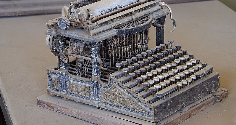 By Jon Sullivan (Bodie Typewriter, PDPhoto.org) [Public domain], via Wikimedia Commons