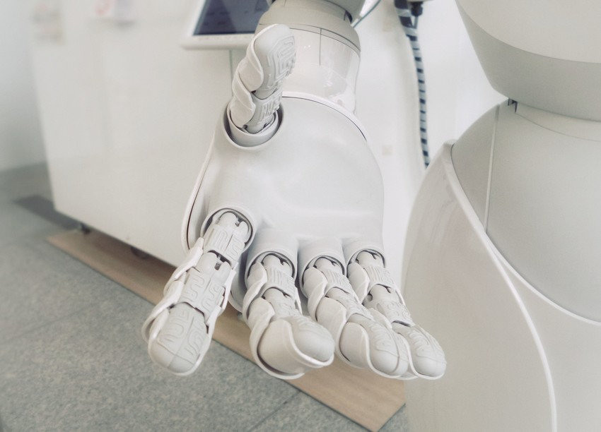 AI Manage to Gain the Trust of Users